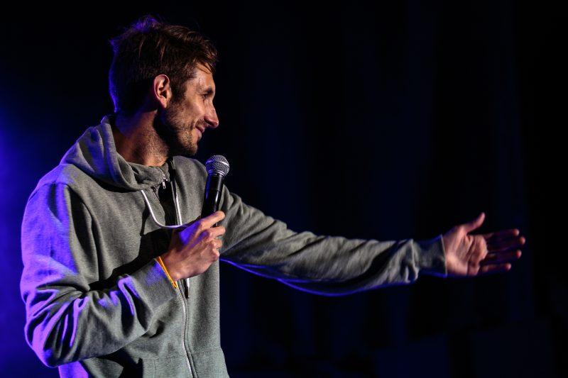 L'humoriste Jérémie Demay lors du gala d'humour, dimanche.