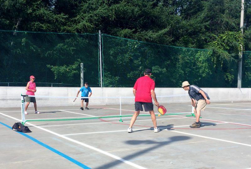 Le club se réunit maintenant sur la patinoire de l'école Au-fil-de-l'Eau, à Mont-Saint-Hilaire.