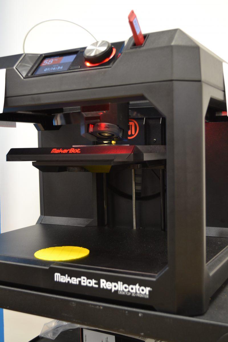 La classe du futur est équipée d'une imprimante trois dimensions.
