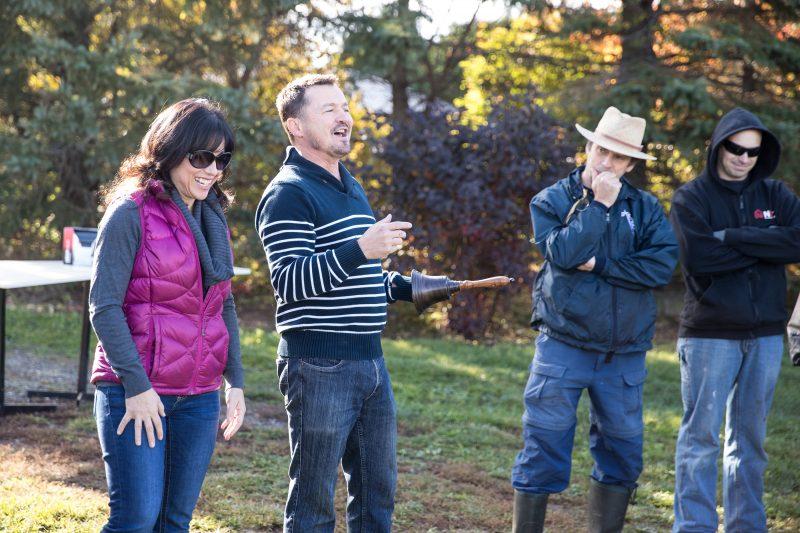 Chantal Pageau et Daniel Larose ( à gauche) saont propriétaires du Vignoble du mouton noir
