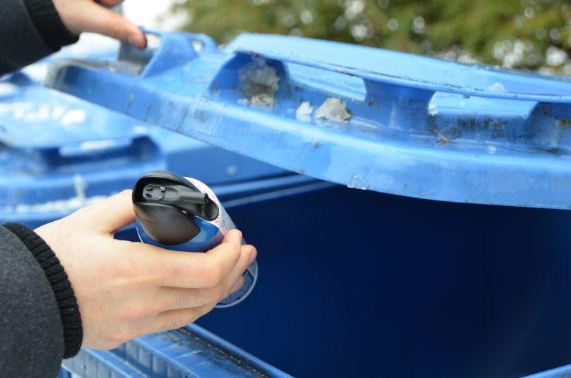 Le Plan métropolitain de gestion des matières résiduelles vise un objectif de 70% des matières recyclables et des résidus de construction d'ici 2018. La Communauté métropolitaine de Montréal vise également la valorisation de 60% des déchets organiques, incluant les boues municipales, d'ici 2025.