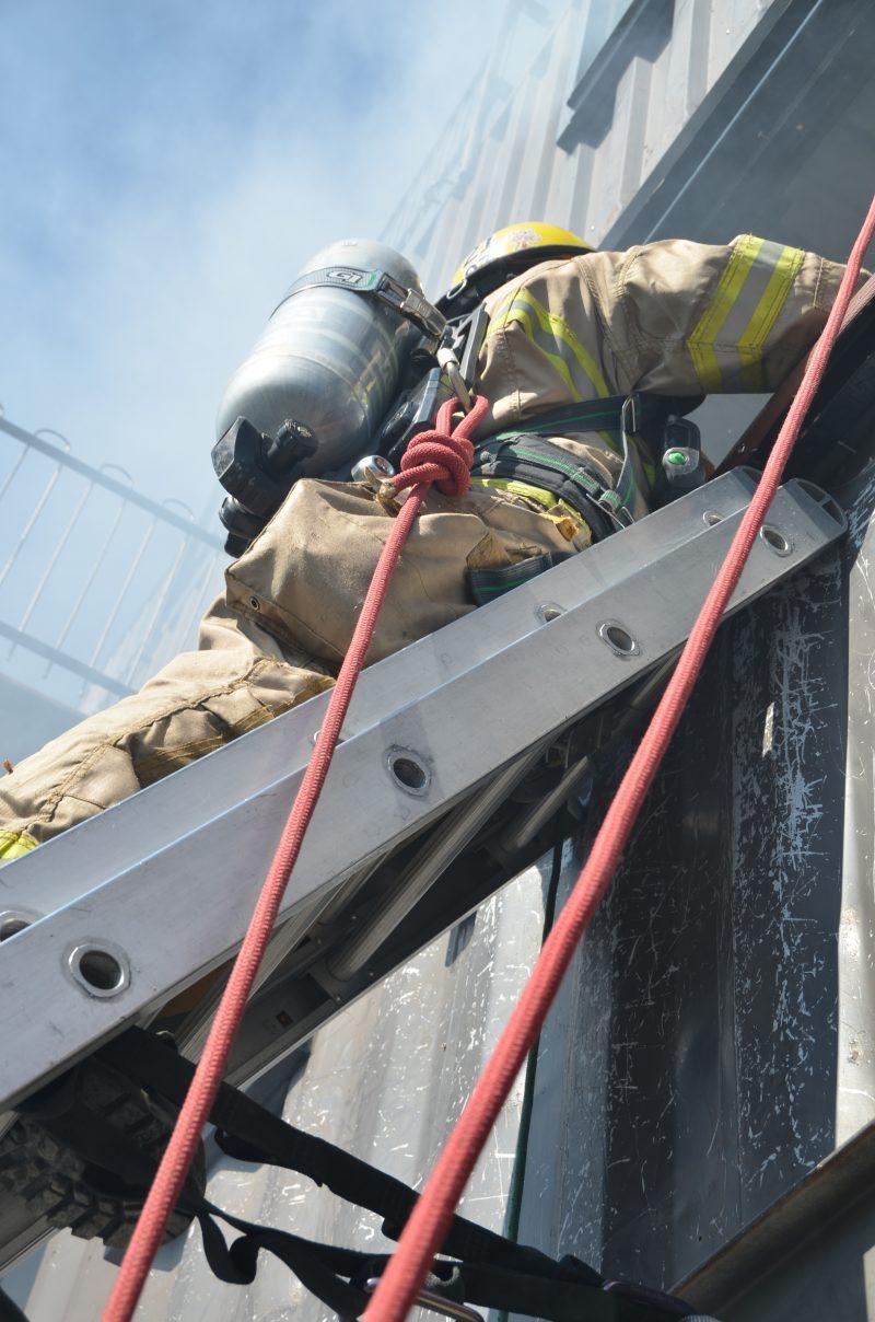 Les pompiers en intervention de matière dangereuse de Beloeil desservaient également la ville de Longueuil.