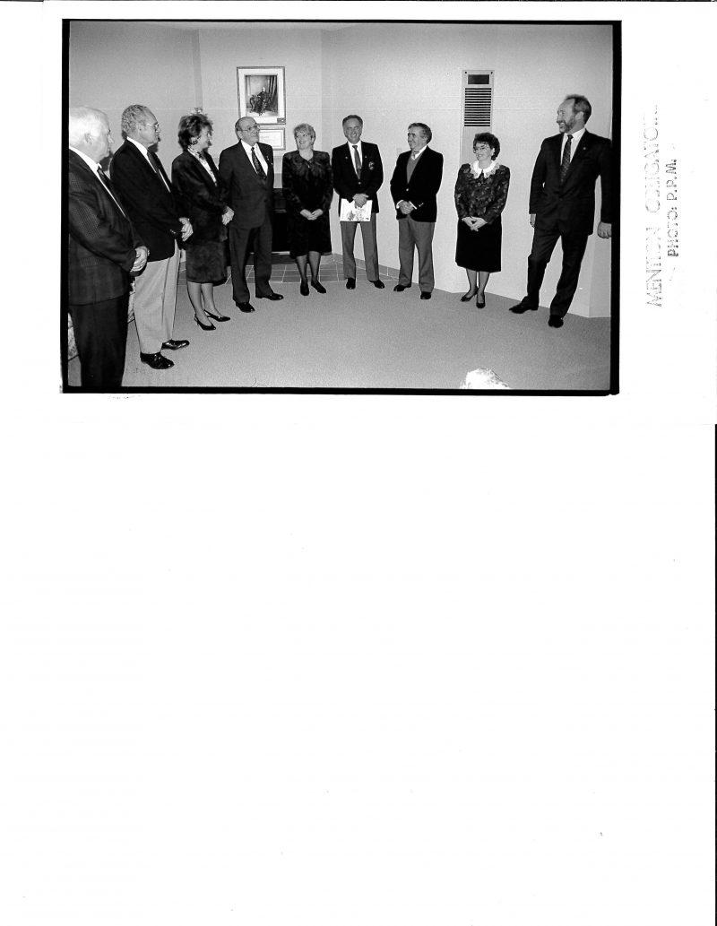 Ouverture officielle des portes. André-Guy Trudeau, vice-président, Gérard Dupont, aumônier, Lucienne Robillard, ministre, Rémi Carrier, président, Louise Bernard, coordonnatrice des soins, Denis Poulin, administrateur, Jacques Julien, trésorier, Pierrette Vaillancourt, coordonnatrice des bénévoles, et Jacques Perreault, directeur général.