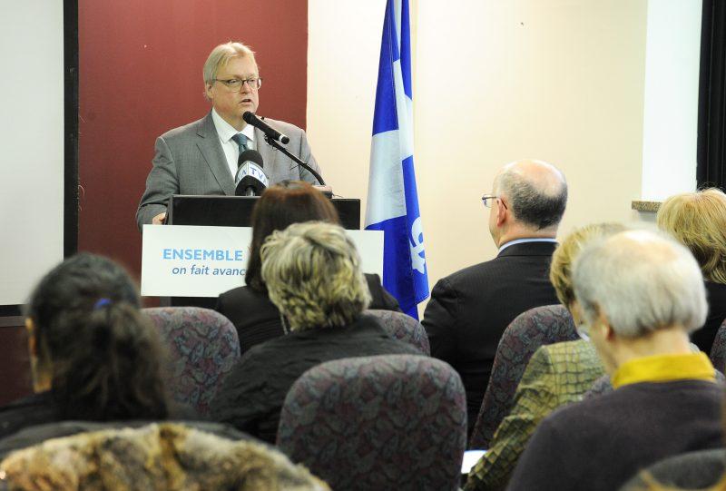 Le ministre de la Santé et des Services Sociaux, Gaétan Barrette, a annoncé l'ajout de places en hébergement et de personnel en CHSLD en Montérégie, vendredi après-midi.