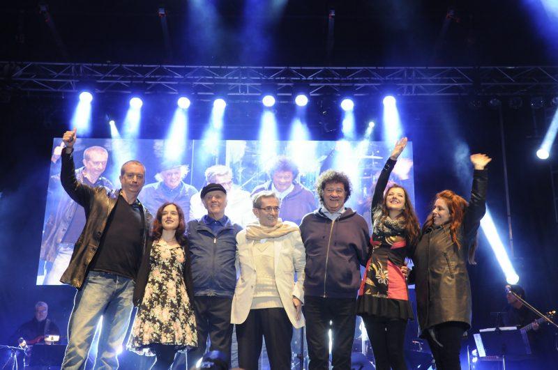 Dans le cadre du 10e Festival d'été de la Vallée-du-Richelieu, plusieurs artistes sont montés sur scène lors d'un spectacle rendant hommage à l'ancien impresario Guy Latraverse.