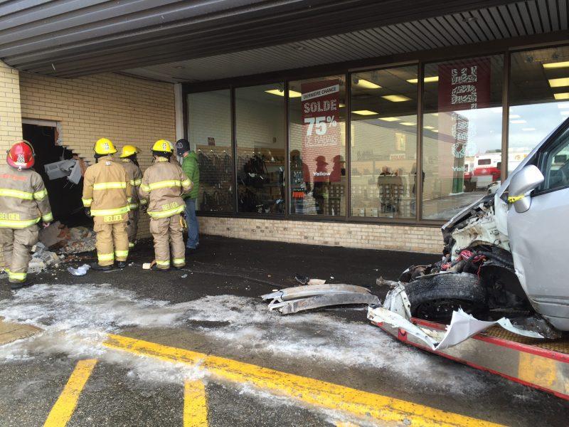 L 'accident a causé plusieurs dommages matériels.