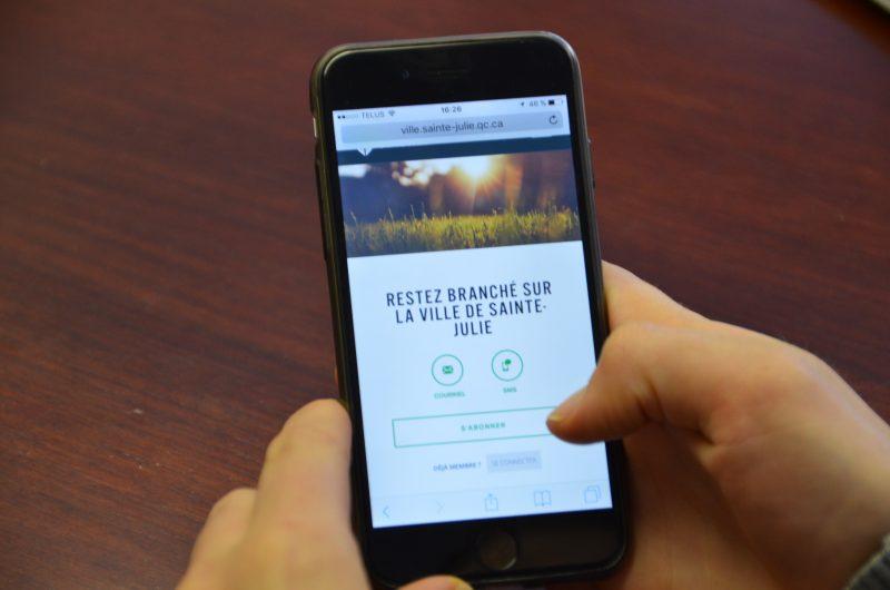 jpeg) @BV:Otterburn Park va s'inspirer de la plateforme «Mon Sainte-Julie» pour son système de messagerie instantanée.