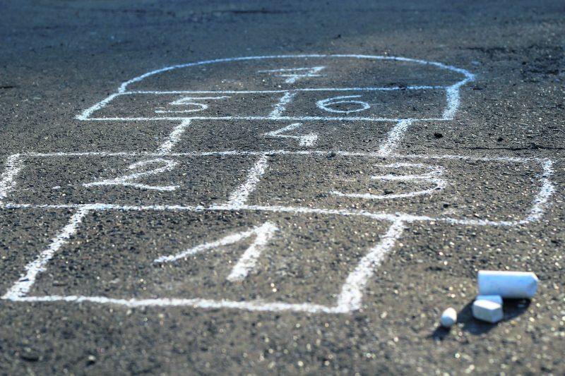 Avant de permettre le jeu, le comité de circulation devra obtenir l'aval d'au moins le 2/3 des résidents de la rue.