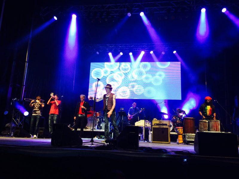 Mike Sawatzky et sa bande ont été accompagnés sur scène de plusieurs invités : Loco Locass, Stefie Shock, Antoine Gratton et Polo des Frères à ch'val.