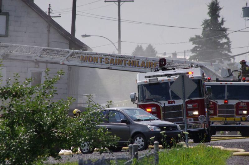 Une quarantaine de pompiers ont été affecté sur les lieux et un d'entre eux a été incommodé par la chaleur. L'intervention a perturbé la circulation dans le secteur.