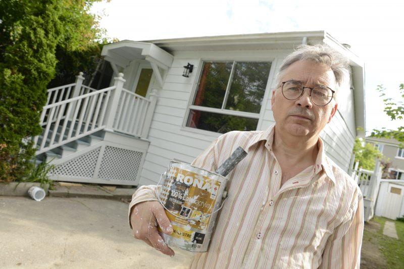 Daniel Roy déplore l'intervention de la Ville de Mont-Saint-Hilaire pour repeindre sa maison.