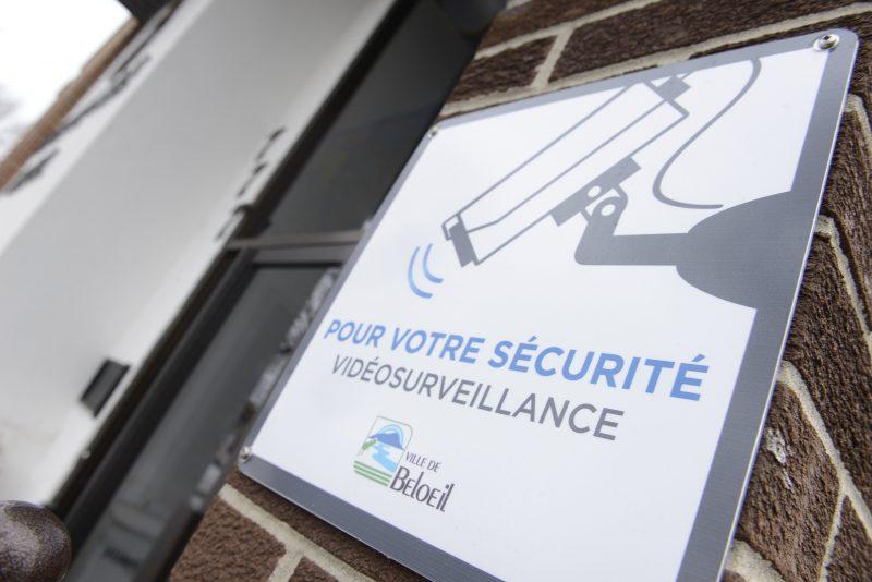 Des caméras de surveillance sont installées  aux départements d'urbanisme et des taxes et constats d'infraction