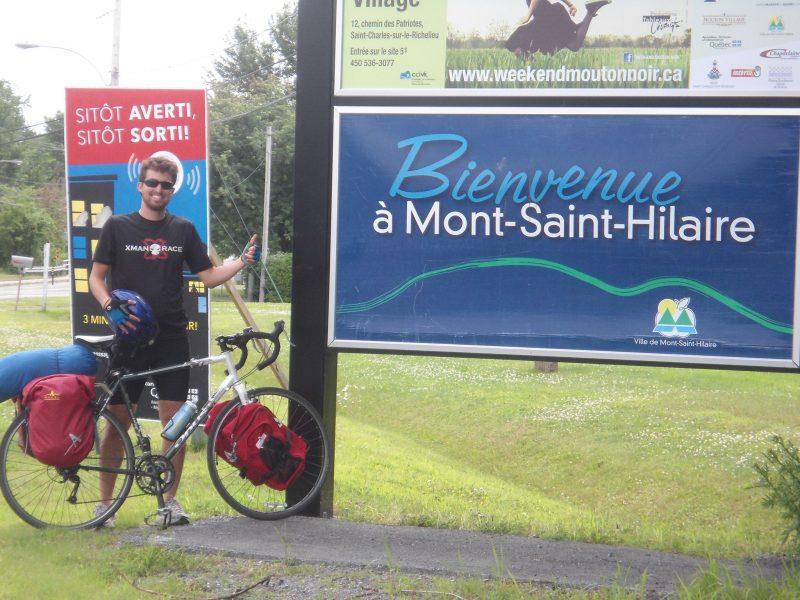 Le conseiller municipal Émile Grenon Gilbert sur son véhicule de prédilection, le vélo.