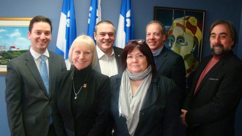 À l'arrière, Simon Jolin-Barrette, Jean Murray, Marc Lavigne et Denis Campeau. À l'avant, Ginette Thibault et Louise-Anne Ste-Marie.