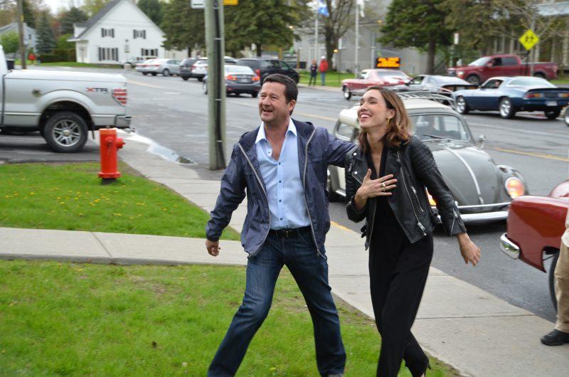 Danny Turcotte et Bianca Gervais arrivant à la salle communautaire.