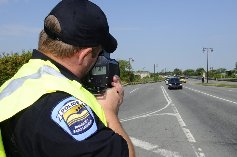 Un patrouilleur surveillant le pont Jordi-Bonet.