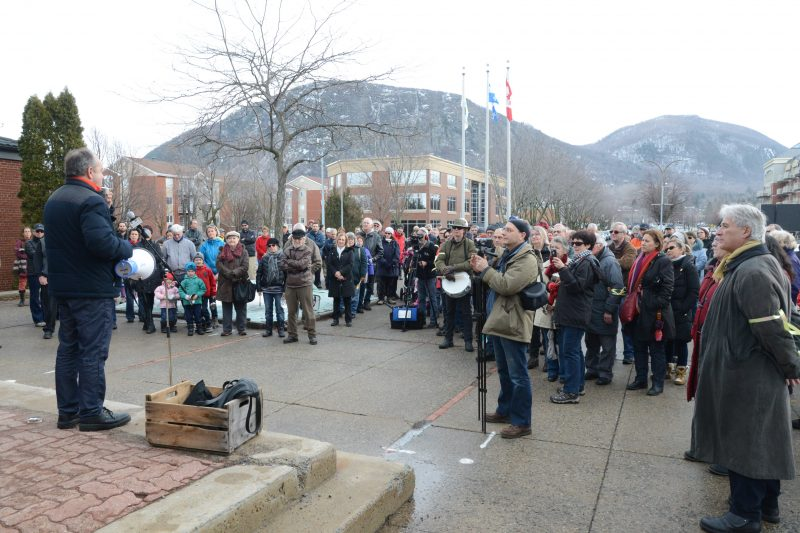 Plusieurs citoyens ont manifesté en février pour s'opposer à la haute densité dans les zones H-111 et H-114.