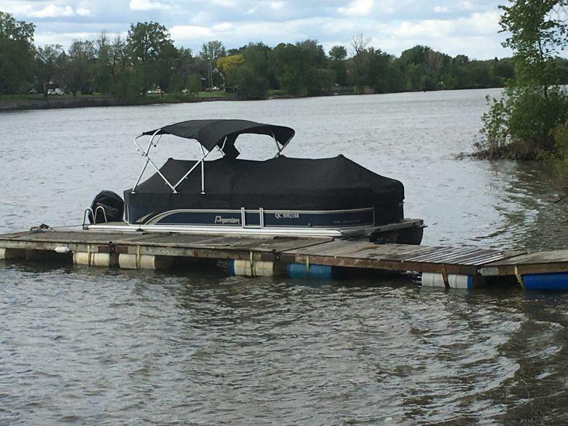 L'embarcation utilisée par les policiers pour récupérer le suspect.
