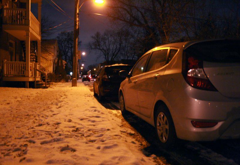 Chaque année, les policiers remettent plusieurs centaines de contraventions pour le non-respect de la réglementation municipale sur le stationnement de nuit en hiver.