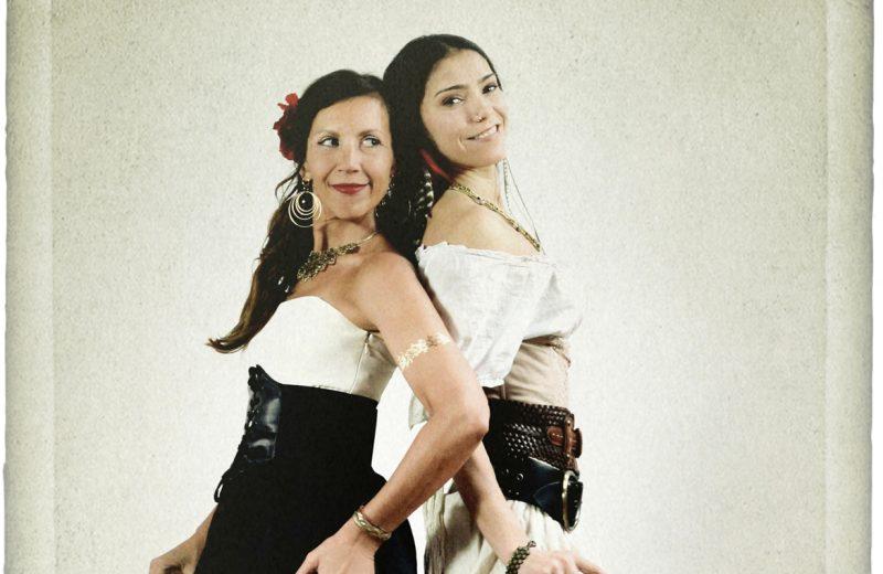 Pour 5$, il sera possible de fêter le 10e anniversaire de la Maison de la culture Villebon le jeudi 8 mars en compagnie de Bïa et de Mamselle Ruiz avec leur spectacle Bandidas, essentiellement chanté en espagnol. Photo: Gracieuseté