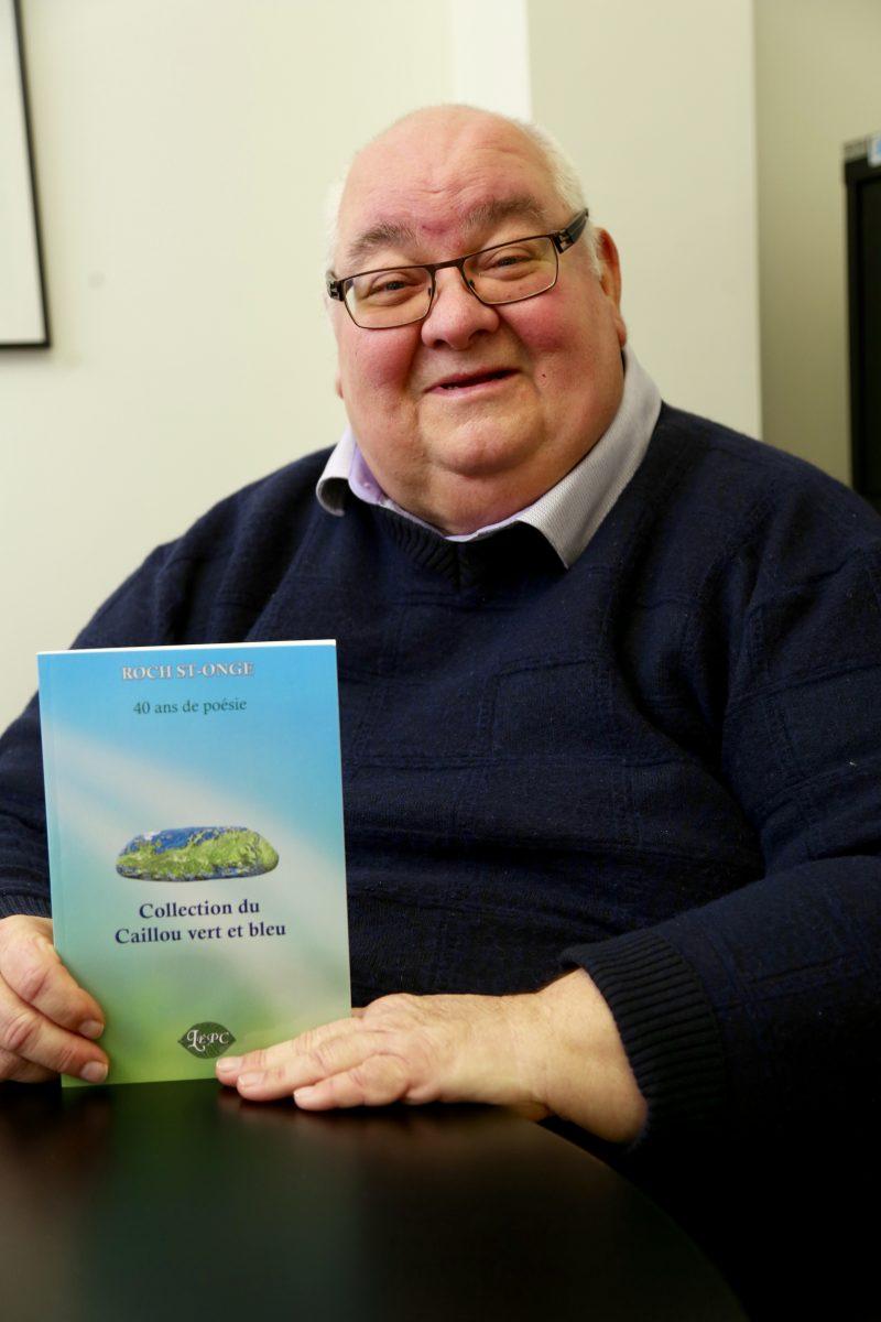 Le premier recueil de la Collection du Caillou vert et bleu est notamment en vente auprès de Roch St-Onge lui-même, à l'adresse courriel rsto_1@hotmail.com ou par téléphone au 450 464-5459. Photo: Robert Gosselin