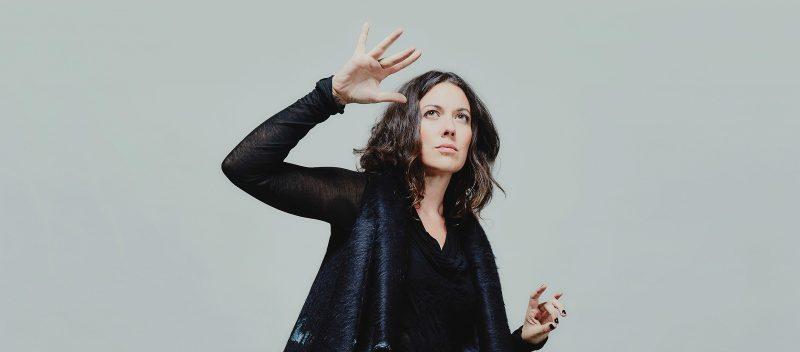 La tournée d'Alejandra Ribera prendra une pause à la fin avril pour que l'artiste puisse commencer à écrire du nouveau matériel. L'auteure-compositrice-interprète prévoit un retour sur scène cet automne. Photo: Bruno Rizzato