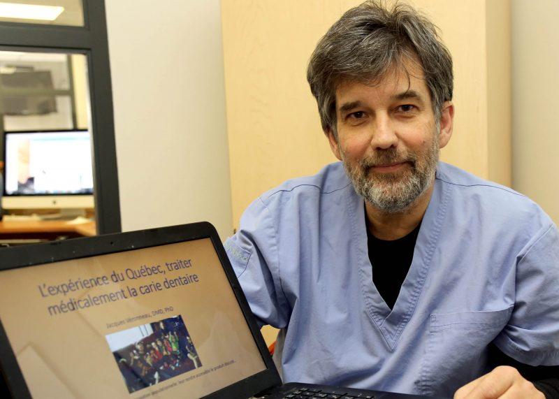 Le Dr Jacques Véronneau montrant les résultats de ses recherches. Photo: Robert Gosselin
