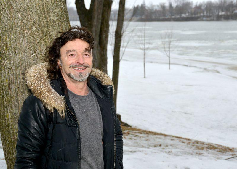 Même si les deux gouvernements désapprouvent l'idée, Mario Borduas  croit que l'abaissement du niveau de l'eau du Richelieu pourrait réduire le nombre d'inondations printanières. Photo: Robert Gosselin
