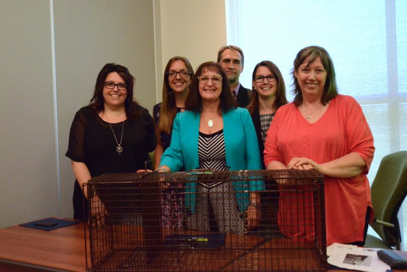 En avant: Marilyn Nadeau,  Diane Lavoie et Madeleine Daoust. En arrière: Mélanie Dupré,  ainsi que les vétérinaires du SAVR, Martin Isabel et Karine Ross. Photo: Karine Guillet