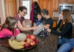 Une mère veut aider les enfants Angelman à communiquer
