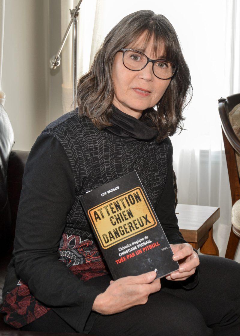 Attention chien dangereux est la croisade de Lise Vadnais. Le livre entremêle l'histoire de sa sœur et des arguments pour bannir les pitbulls. Photo François Larivière | L'Œil Régional ©