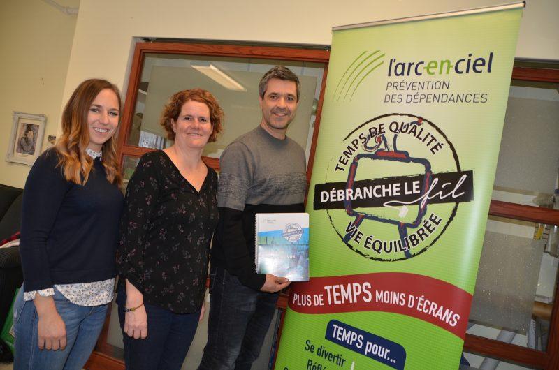 Éliane Brockelmaier, Nathalie Duhamel et Frédérick Fortier, de l'organisme L'Arc-en-ciel Photo Vincent Guilbault | L'Œil Régional ©