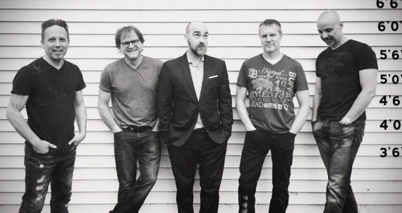Après toutes ces années, le rock de SOS Cargo est toujours bien vivant. Sur la photo, les musiciens Denis Lemieux,  Nicolas Brillon, Louis Larivière, Thierry Lacombe et François Rainville.