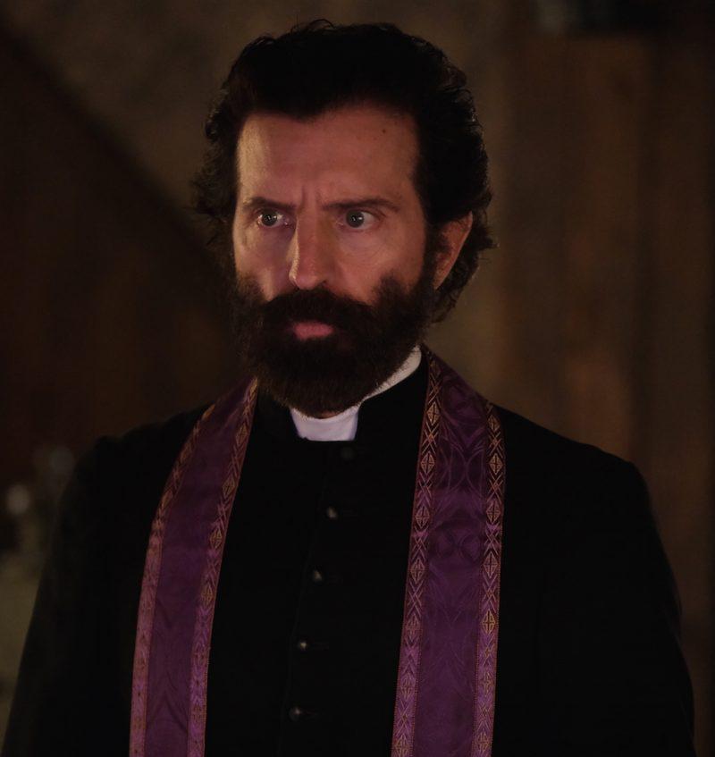 Dans la prochaine saison des Pays d'en haut, David La Haye incarne le rôle du curé Caron, personnage austère que les téléspectateurs « adoreront détester », espère-t-il. Photo Bertrand Calmeau
