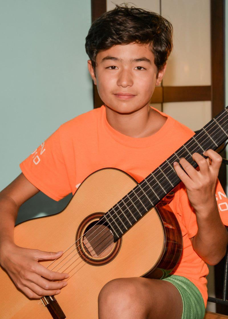 L'Hilairemontais Etienne Fan Marcotte n'a que 13 ans, mais c'est déjà un jeune prodige de la guitare classique. Photo François Larivière | L'Œil Régional ©