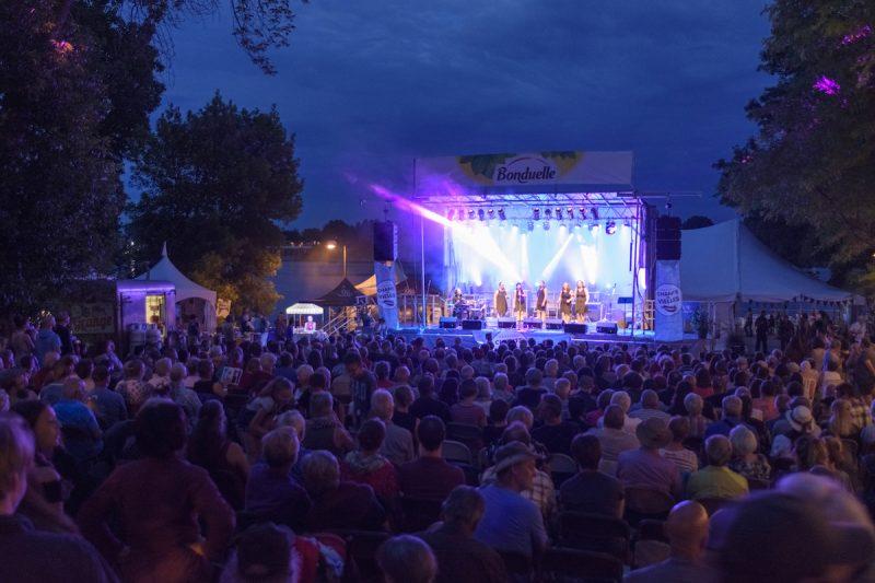 Chants de Vielles attire chaque année des milliers d'amateurs de musique trad dans le petit village de Saint-Antoine-sur-Richelieu. Dans le contexte actuel, les organisateurs ont préféré reporter l'édition 2020 à l'année prochaine. Photo Guillaume Morin