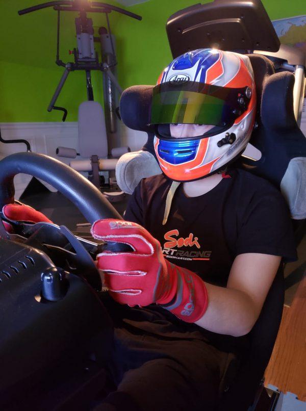 SH Karting brandit le drapeau à damier en virtuel