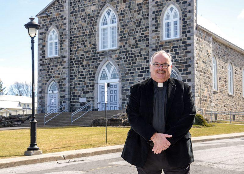 Le curé Pierre Cordeau. Photo François Larivière | L'Œil Régional ©