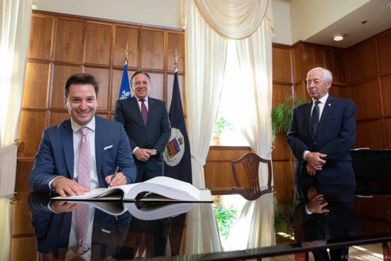 Simon Jolin-Barrette, en compagnie du premier ministre François Legault et du lieutenant-gouverneur du Québec, l'honorable Michel Doyon. Photo Facebook