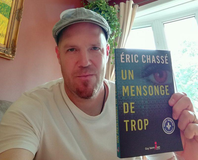 Un mensonge de trop est le troisième roman à suspense d'Éric Chassé, résident d'Otterburn Park.  Photo gracieuseté