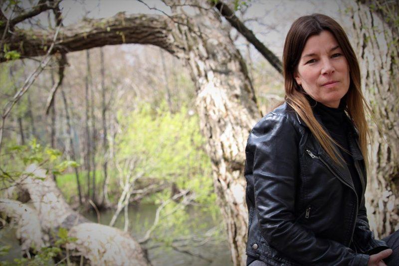 Julie Lessard, de Saint-Basile-le-Grand, a publié son premier roman, L'éclaireur, cet été. Elle y raconte une histoire de quête intérieure avec un fond de mysticisme. Photo gracieuseté
