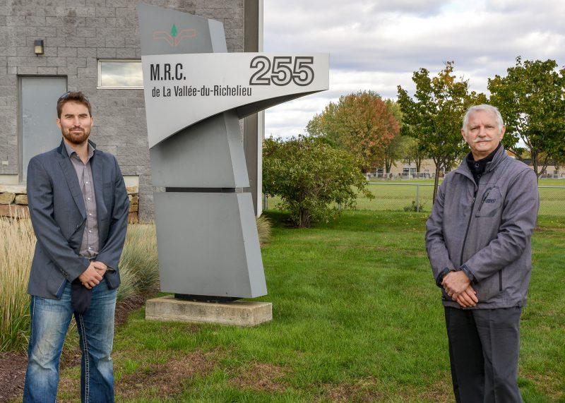 Emile Grenon Gilbert (Mont-Saint-Hilaire) et Jacques Portelance (Otterburn Park) ont signé la lettre Pour des villes plus transparentes avec un collectif d'une quarantaine d'élus. Photo François Larivière | L'Œil Régional ©