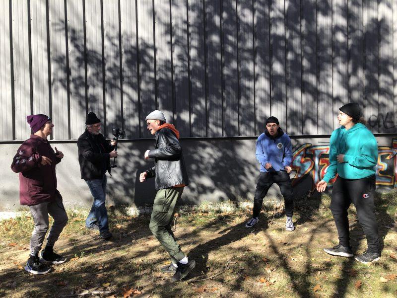 Émile Martel, Samuel Laflèche, Charles-Alexandre Tétreault et Simon Brault ont participé au tournage de la vidéo de la chanson Confinés. Photo gracieuseté.
