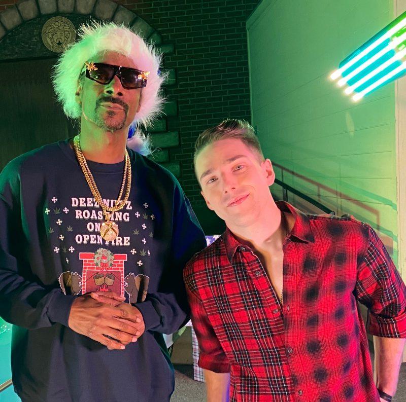 Le Belœillois Raff Pylon (à droite) s'est rendu jusqu'à Los Angeles dans les dernières semaines pour tourner le clip de sa chanson « Christmas in California » avec nul autre que le rappeur Snoop Dogg.