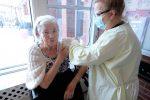 La vaccination a débuté en CHSLD