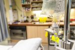 Les visites des proches aidants suspendues dans les hôpitaux