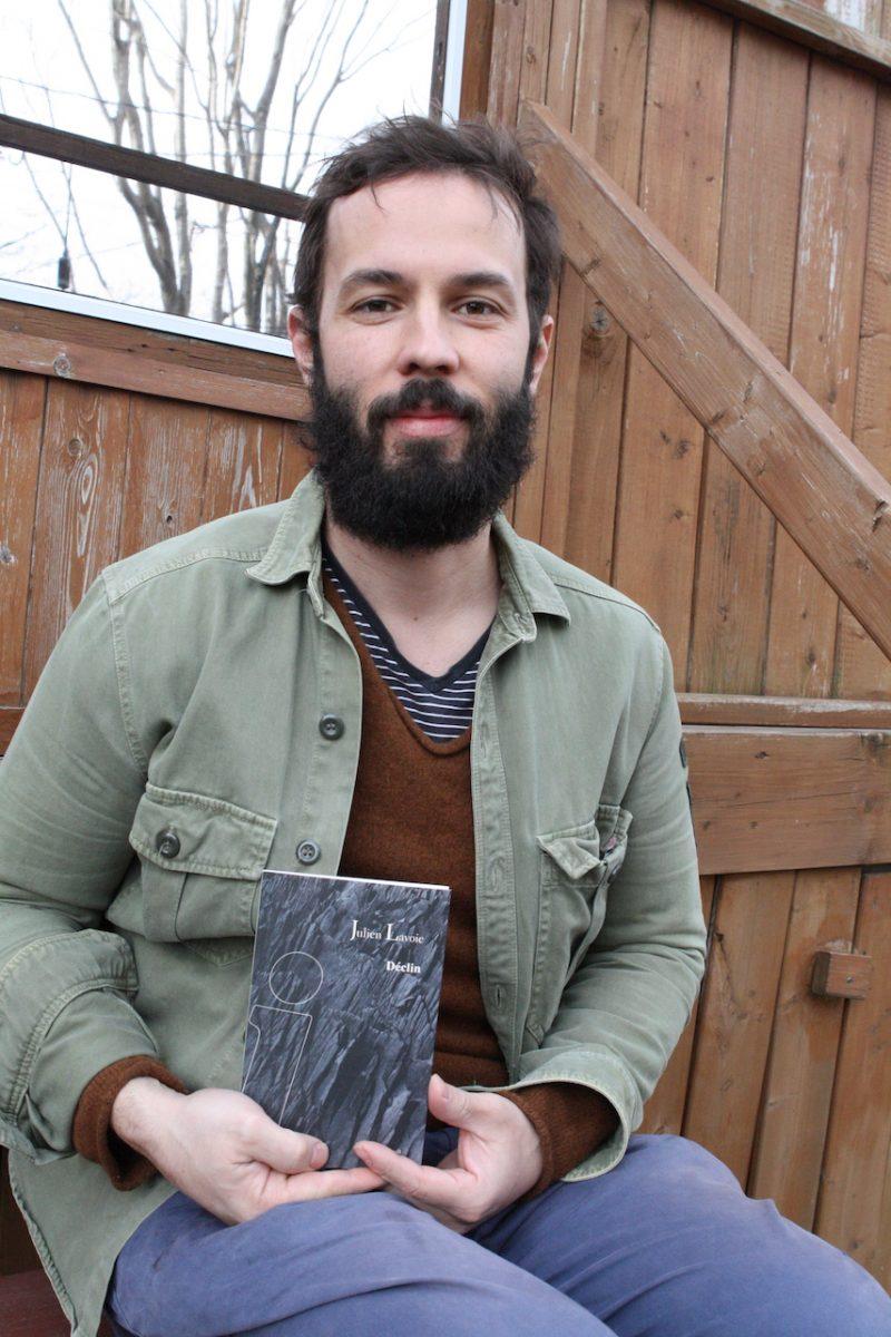 Résident de Mont-Saint-Hilaire, Julien Lavoie a vu Déclin, son premier recueil de poésie, publié aux Éditions du Noroît. On y retrouve un parcours initiatique de la part de l'auteur et plusieurs références au mont Saint-Hilaire, une source d'inspiration pour lui. Photo gracieuseté