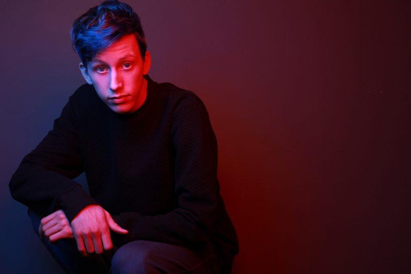 Le jeune Otterburnois Antoine Bernard, alias Otto, a lancé son premier EP Poids plume le 26 mars. Photo Maxime Tremblay