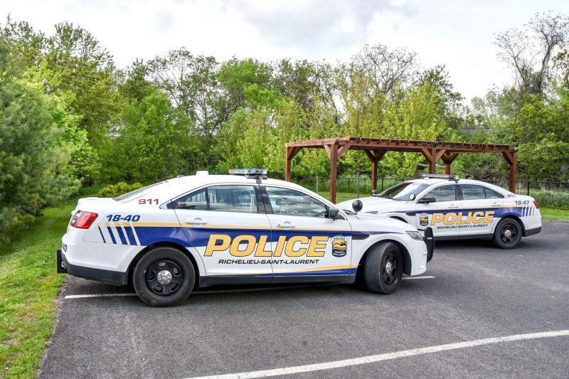 Le corps d'un jeune homme a été retrouvé en après-midi, à Otterburn Park. Photo François Larivière.