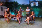 Camping tout inclus, nouvelle administration au Théâtre des Hirondelles